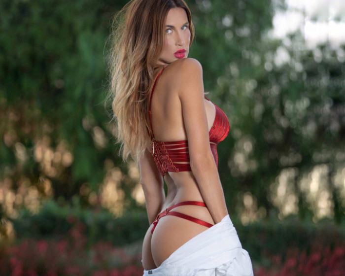 Group Round   Maxim Cover Girl
